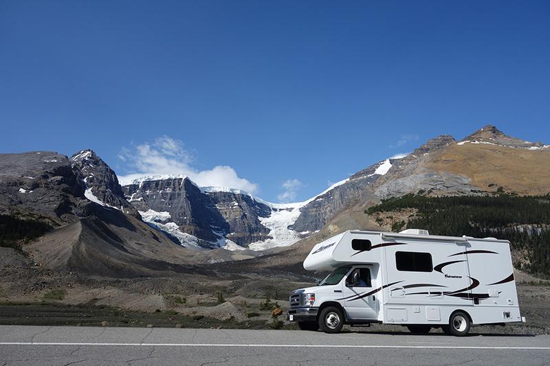 rv around the mountains
