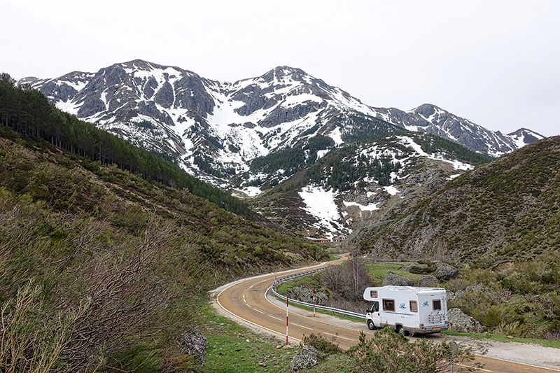 rv beside the mountains